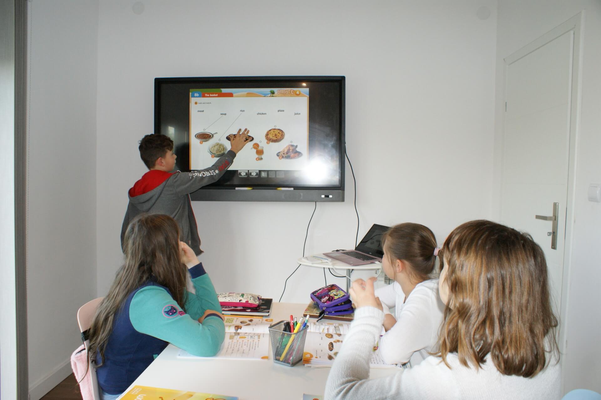 nauka angielskiego na tablicy interaktywnej